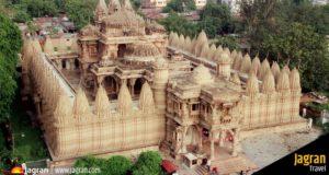 पारसनाथ मंदिर- झारखंड के गिरिडीह जिले के पारसनाथ पहाड़ियों पर स्थित है.