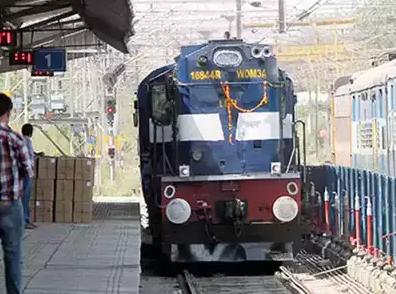 दिल्ली से प्रयागराज के लिए कुंभ स्पेशल ट्रेन